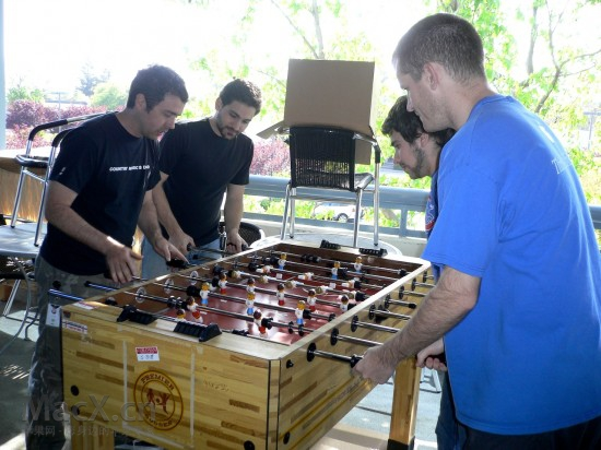 apple_hqfoosball-550x412.jpg