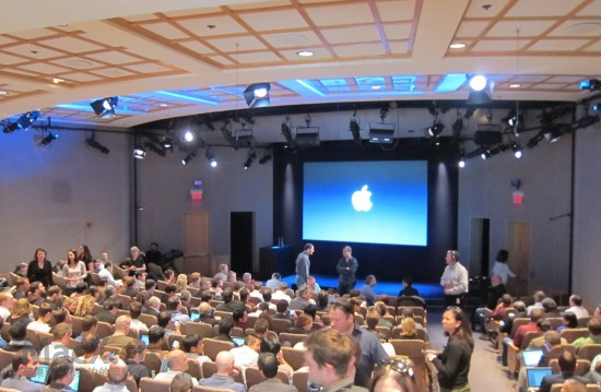 apple_townhall1-550x359.jpg