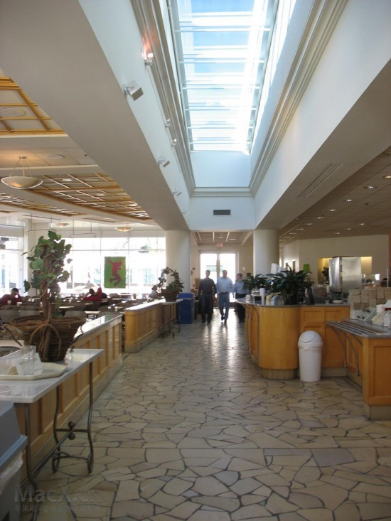 apple_hqcafeteria3-550x733.jpg